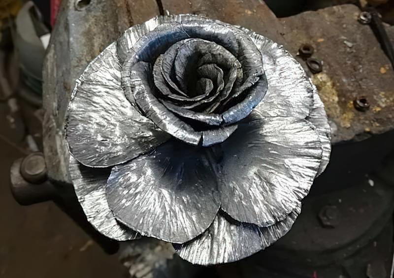 Як зробити троянду з металу своїми руками 5