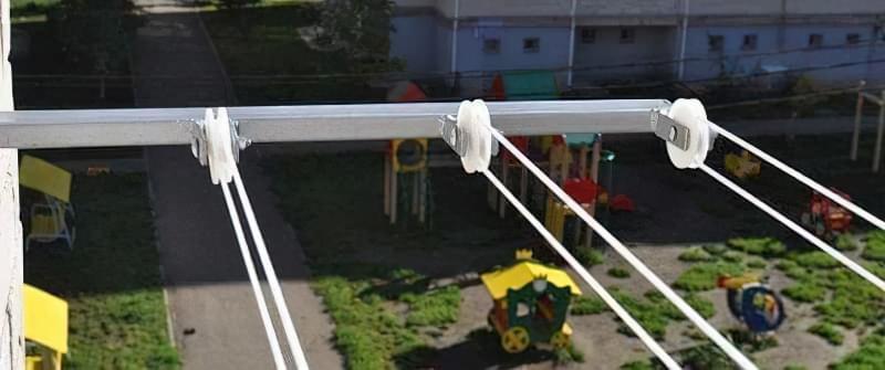 Зовнішня сушарка для білизни на балкон або лоджію
