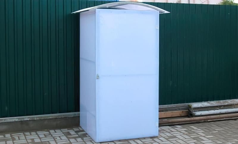 Компактний туалет з полікарбонату для дачі своїми руками 2