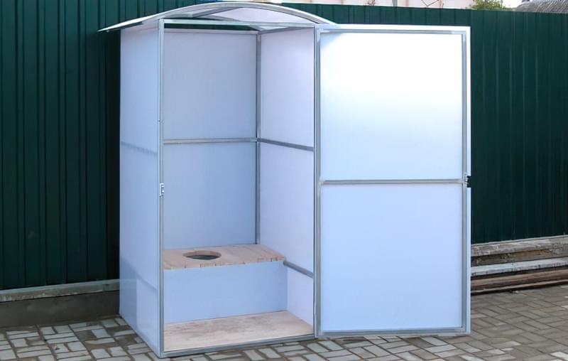 Компактний туалет з полікарбонату для дачі своїми руками 1