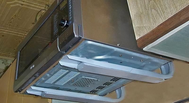 Кріплення для мікрохвильовки на стіну: полиці, кронштейни, підвіси 1
