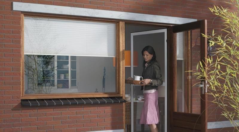 Москітна сітка на балконні двері 1