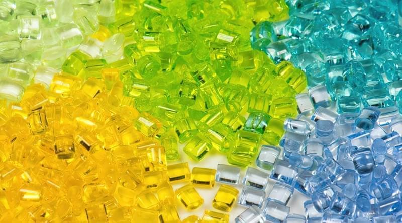 Ціна на гранульований полікарбонат часто залежить від його кольору