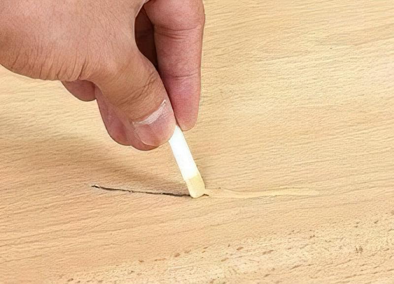Як прибрати щілини в ламінаті, як позбутися від тріщин і зазорів