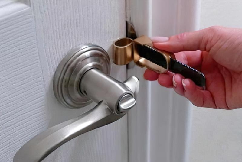 Як відкрити замок міжкімнатних дверей без ключа
