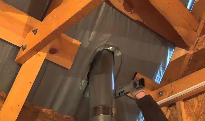як зробити отвір для труби в профнастилі