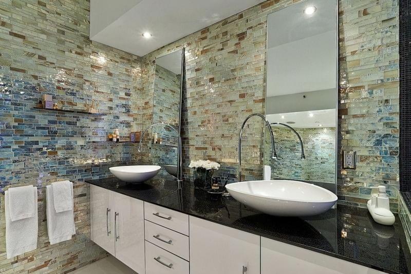 Скляна плитка для ванної фото