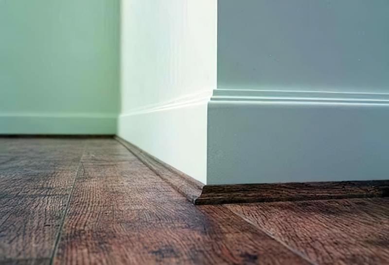 Як вибрати плінтус для підлоги: колір, розміри, види, матеріали