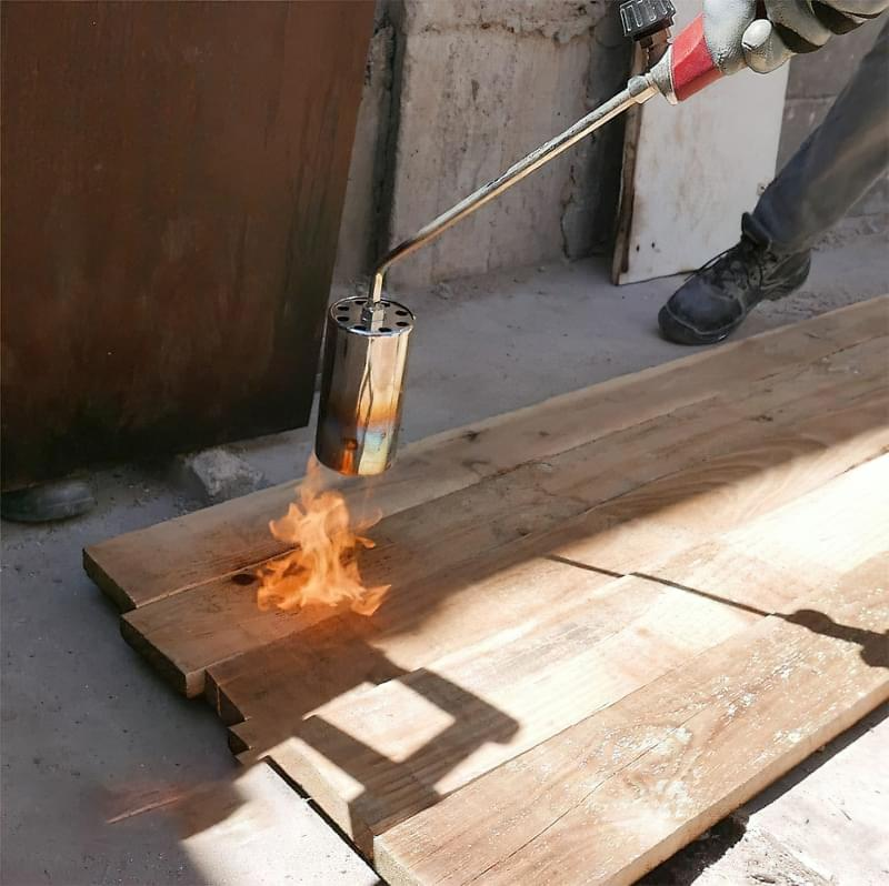 Японська технологія консервації деревини Shou-Sugi-Ban 4