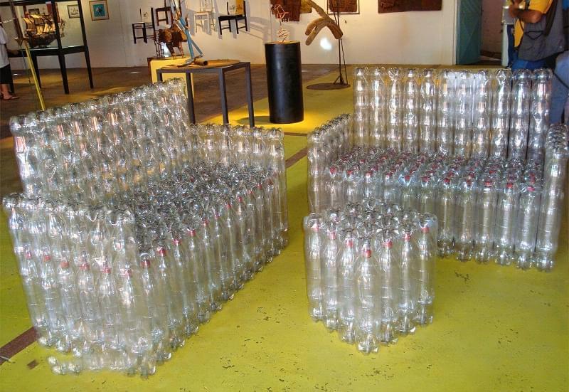 Що можна зробити на дачі з пластикових пляшок 11