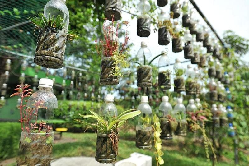 Що можна зробити на дачі з пластикових пляшок 5