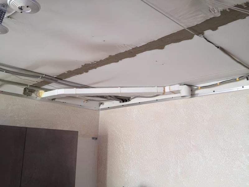 Витяжка під натяжною стелею: на кухні та ванній 2