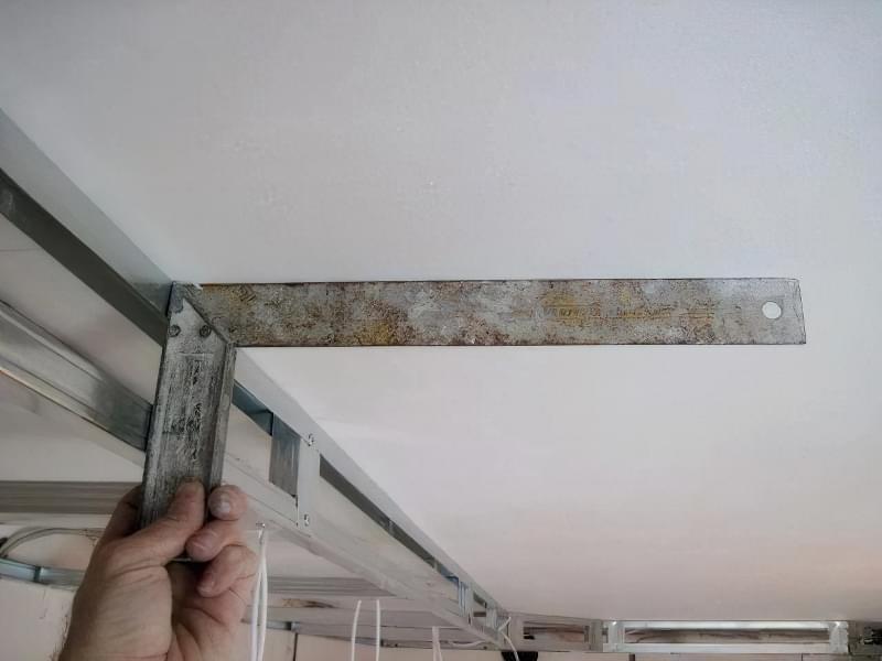 Витяжка під натяжною стелею: на кухні та ванній