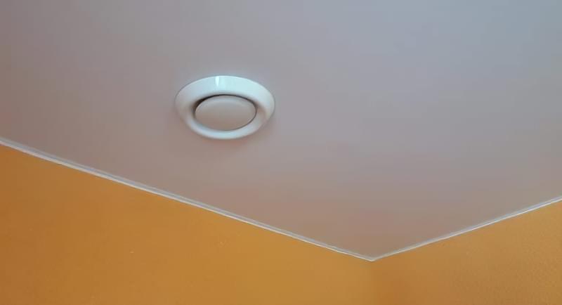 Витяжка під натяжною стелею: на кухні та ванній 1