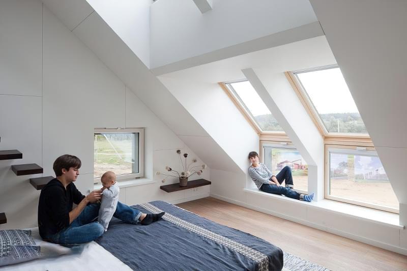 Карнизне вікно: особливості та приклади 1