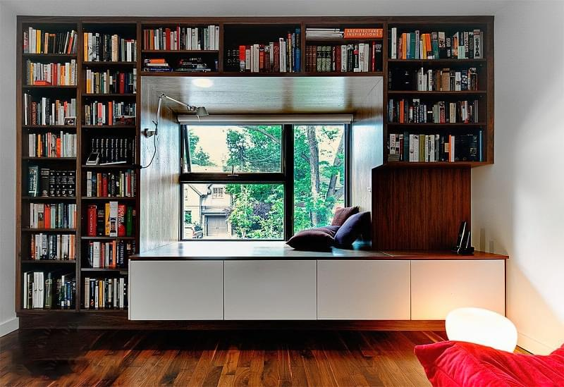 Шафа навколо вікна: плюси, мінуси, приклади 3