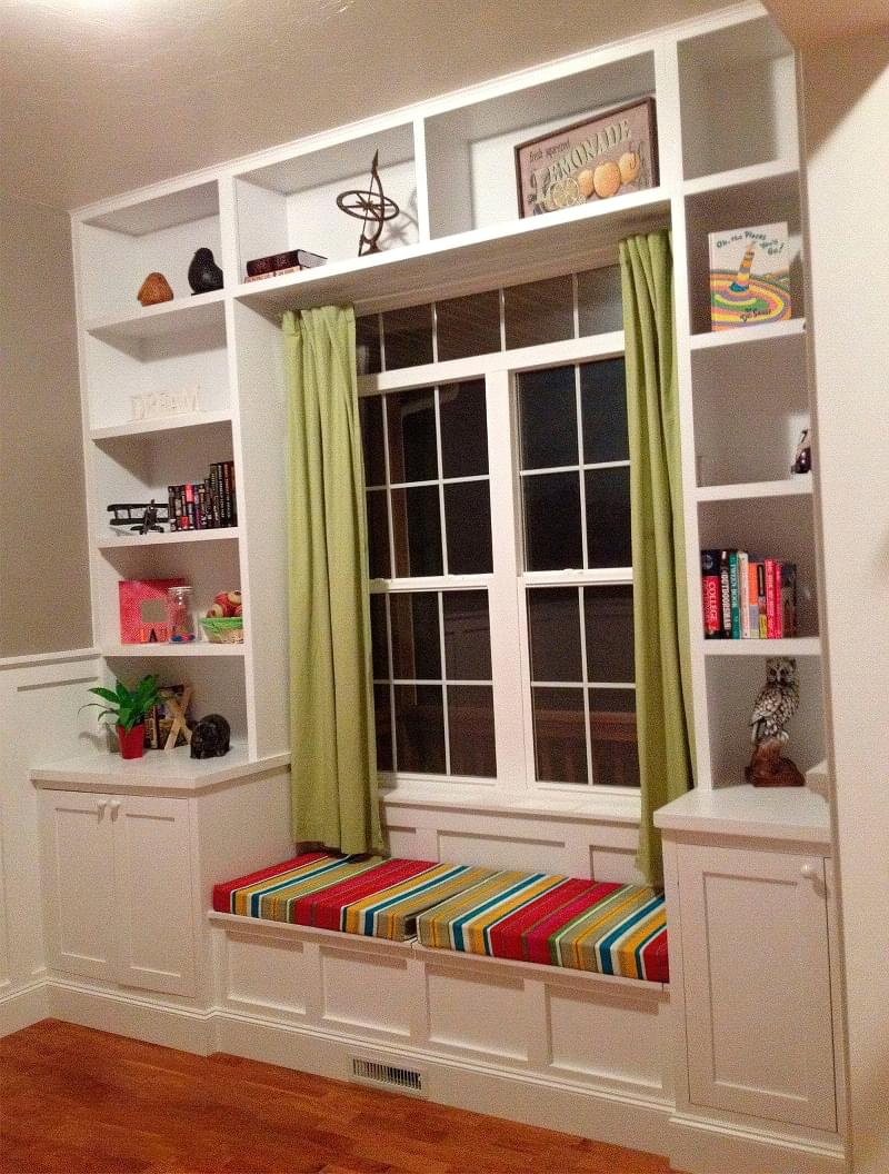 Шафа навколо вікна: плюси, мінуси, приклади 5