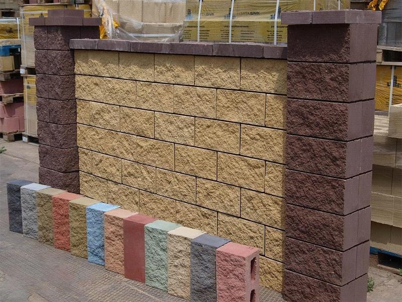 Як побудувати паркан з декоративних блоків 1