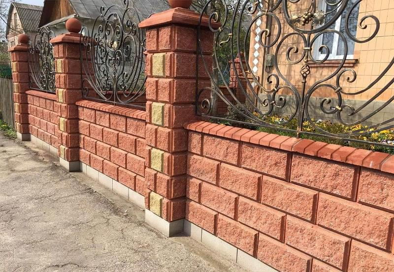 Як побудувати паркан з декоративних блоків 2