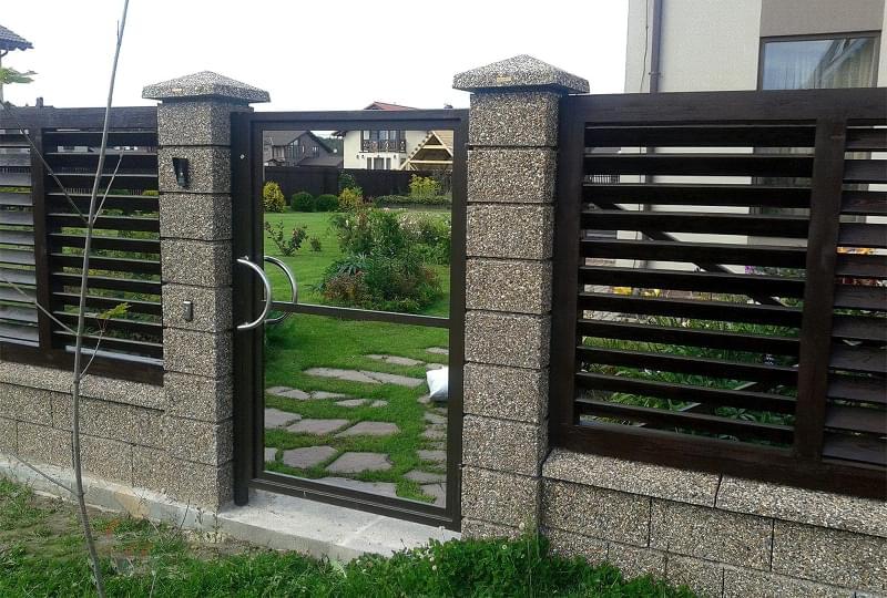 Як побудувати паркан з декоративних блоків 3