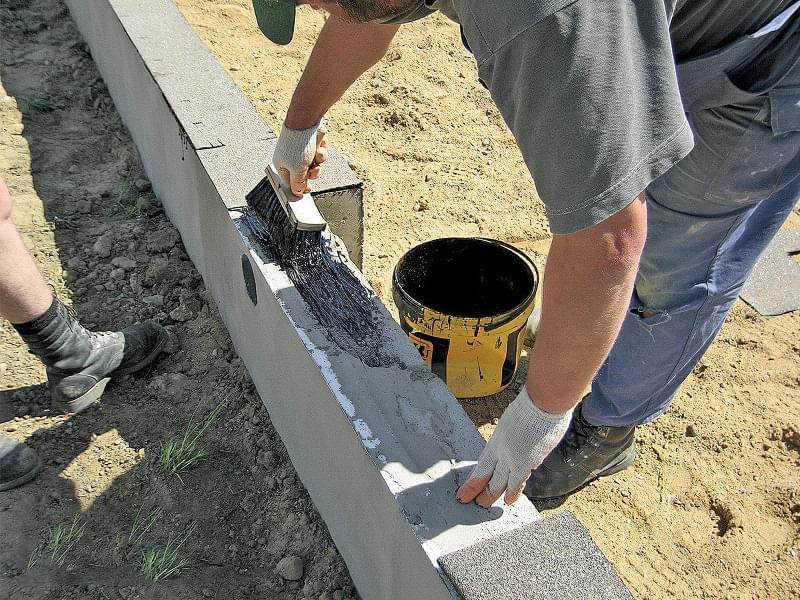 Як побудувати паркан з декоративних блоків 5