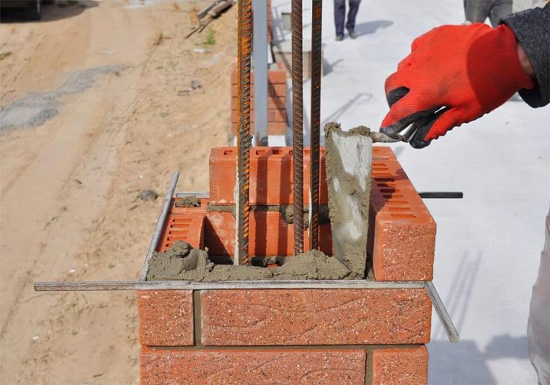 Як побудувати паркан з декоративних блоків 7