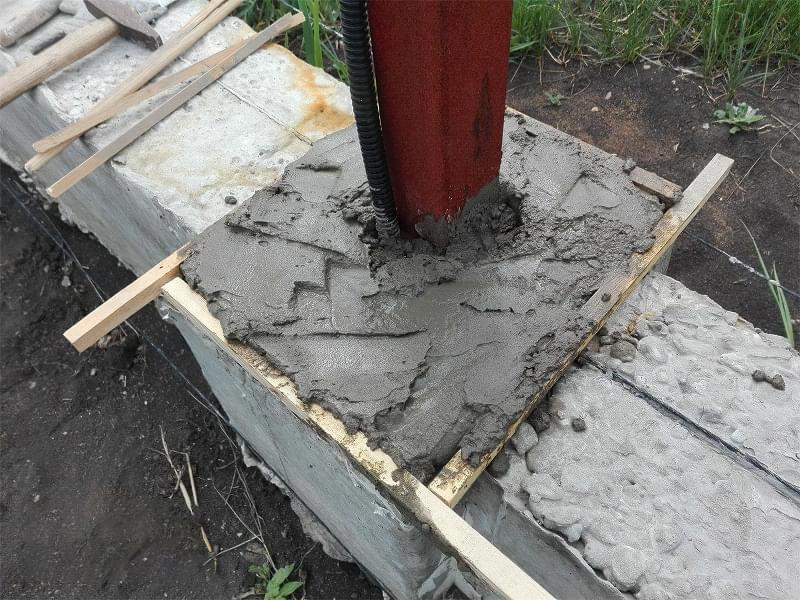 Як побудувати паркан з декоративних блоків 8