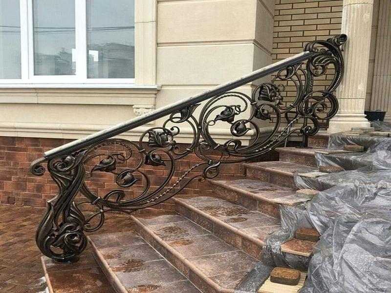 Ковані перила для сходів: види і застосування 2