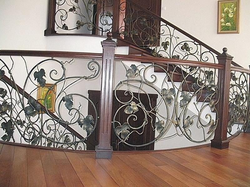 Ковані перила для сходів: види і застосування 3