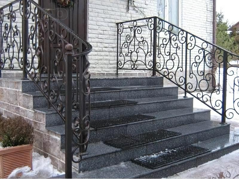 Ковані перила для сходів: види і застосування 5