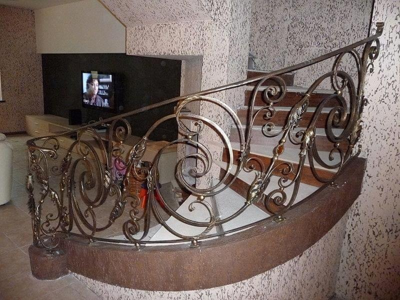 Ковані перила для сходів: види і застосування 6