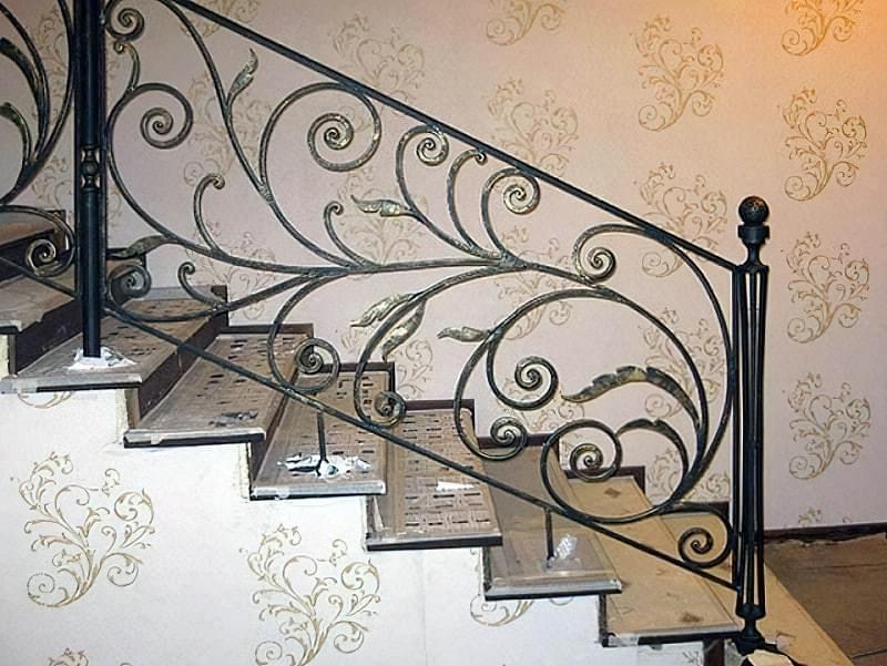 Ковані перила для сходів: види і застосування 1