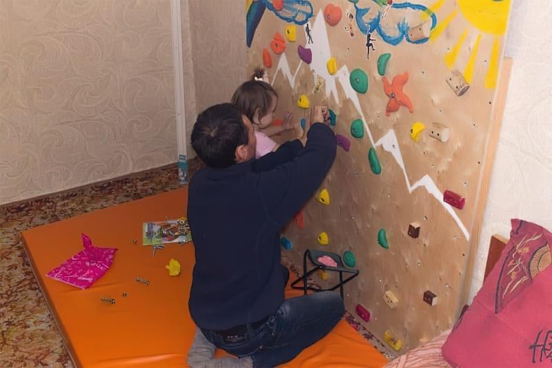 Скалодром для дітей своїми руками 9