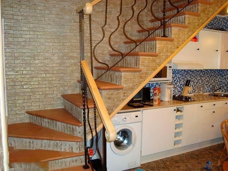 Вибираємо місце для сходів в будинку 8