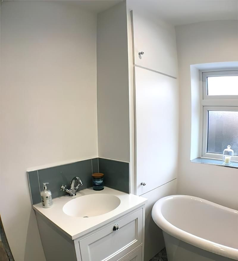 Дзеркало над раковиною у ванній кімнаті: за і проти 4