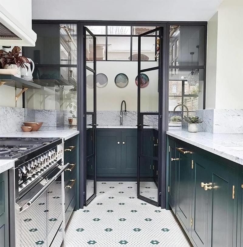 10 прикладів незвичайного підлогового покриття на кухні 7