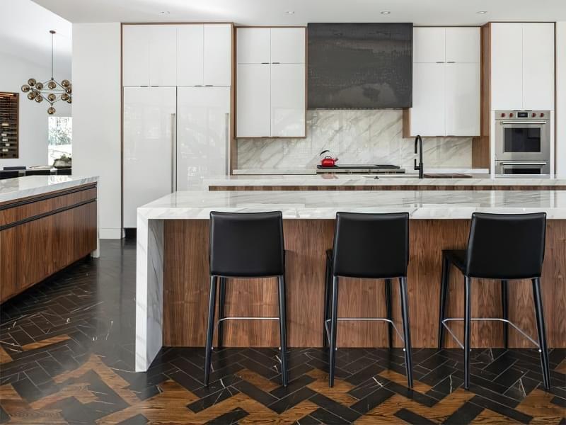10 прикладів незвичайного підлогового покриття на кухні 1