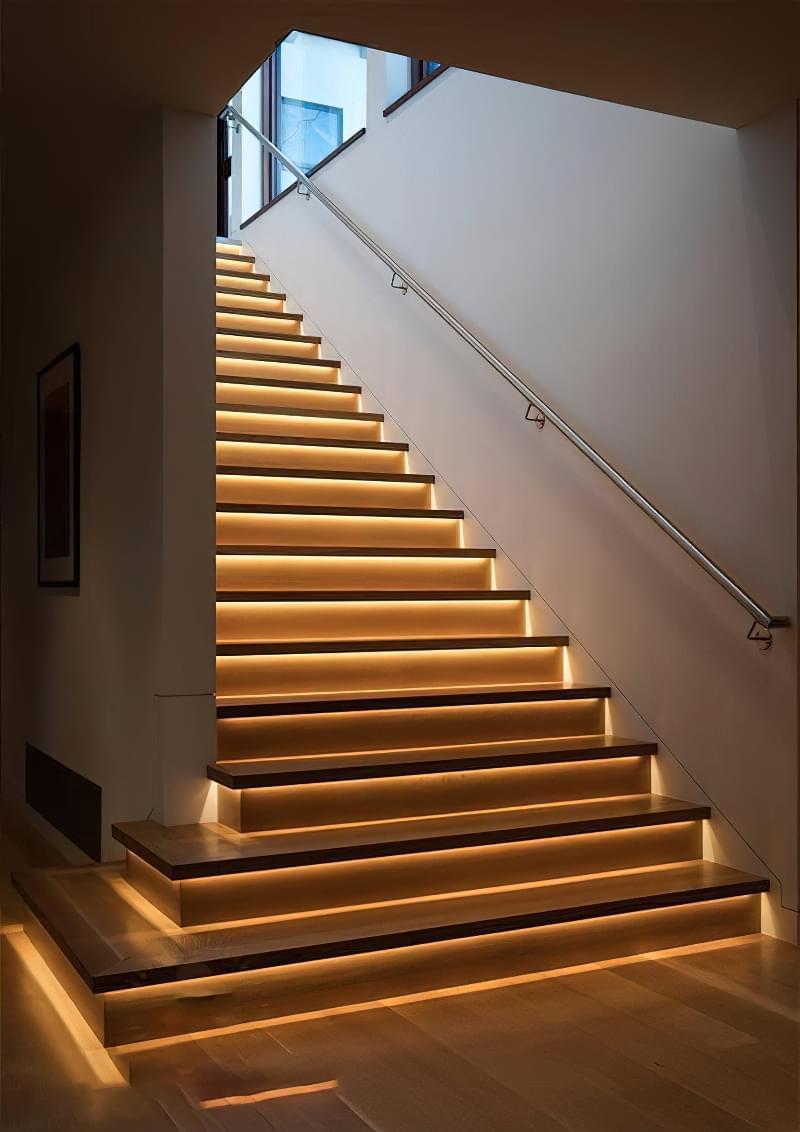 Варіанти підсвічування сходів в будинку 2