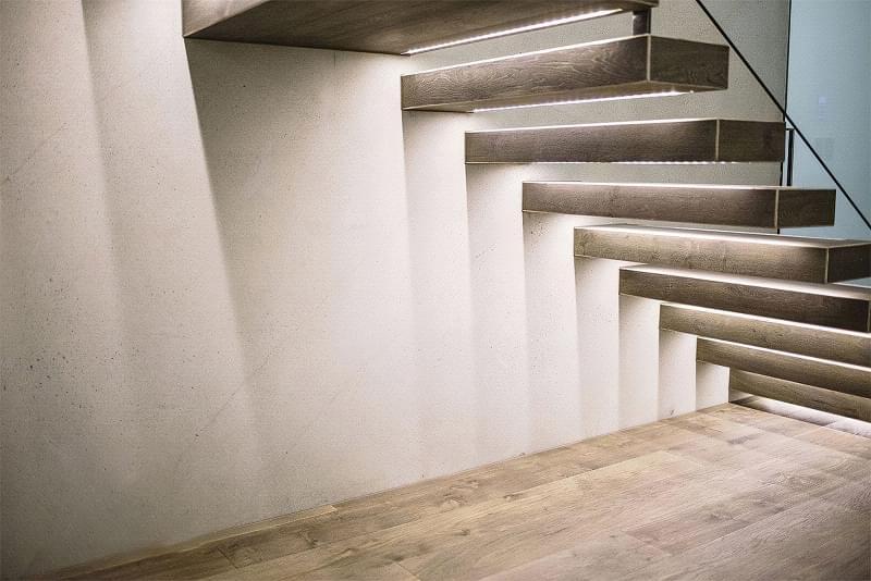 Варіанти підсвічування сходів в будинку 4
