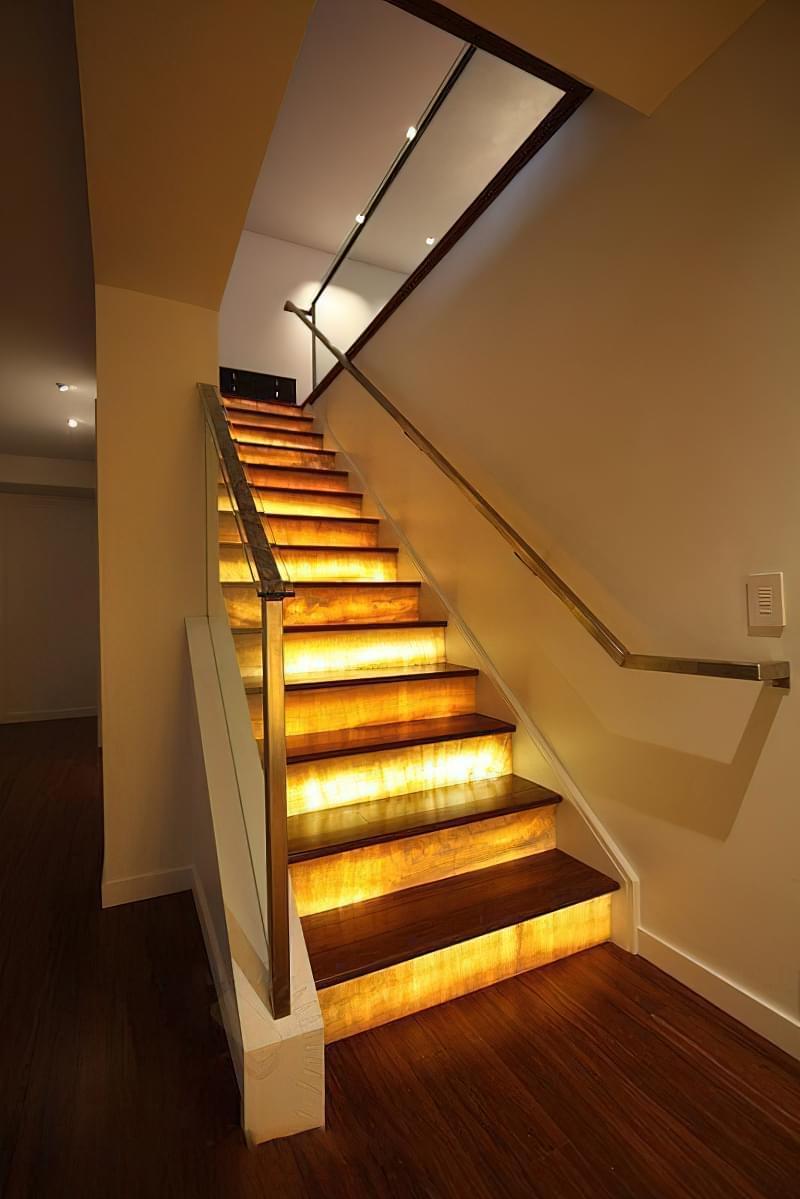 Варіанти підсвічування сходів в будинку 6