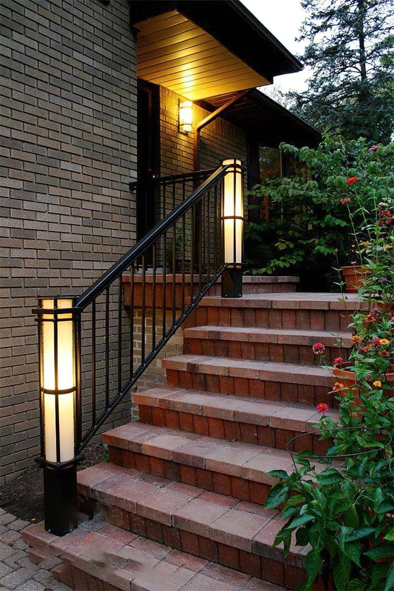 Варіанти підсвічування сходів в будинку 8