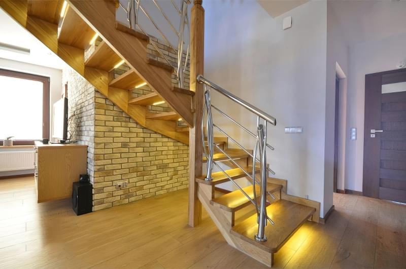 Варіанти підсвічування сходів в будинку 9