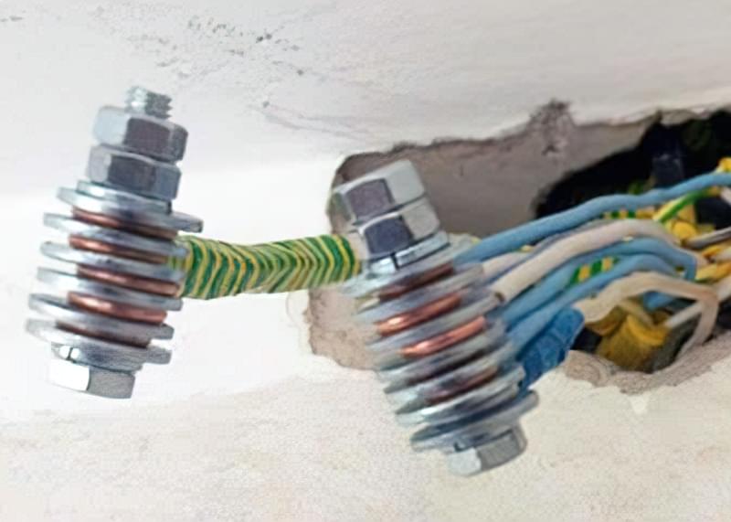 Болтове з'єднання проводів