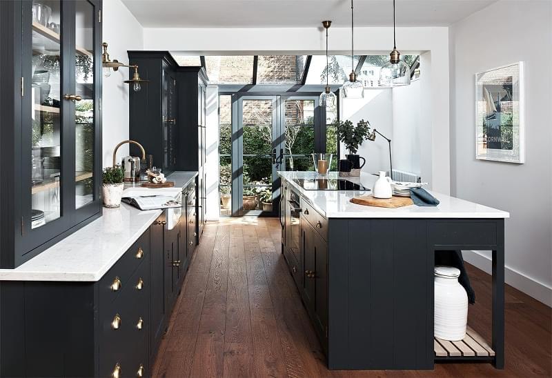 5 причин вибрати кухню з темними фасадами 3