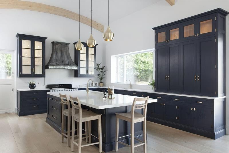 5 причин вибрати кухню з темними фасадами 6