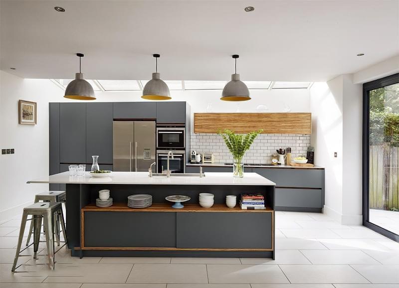 5 причин вибрати кухню з темними фасадами 1