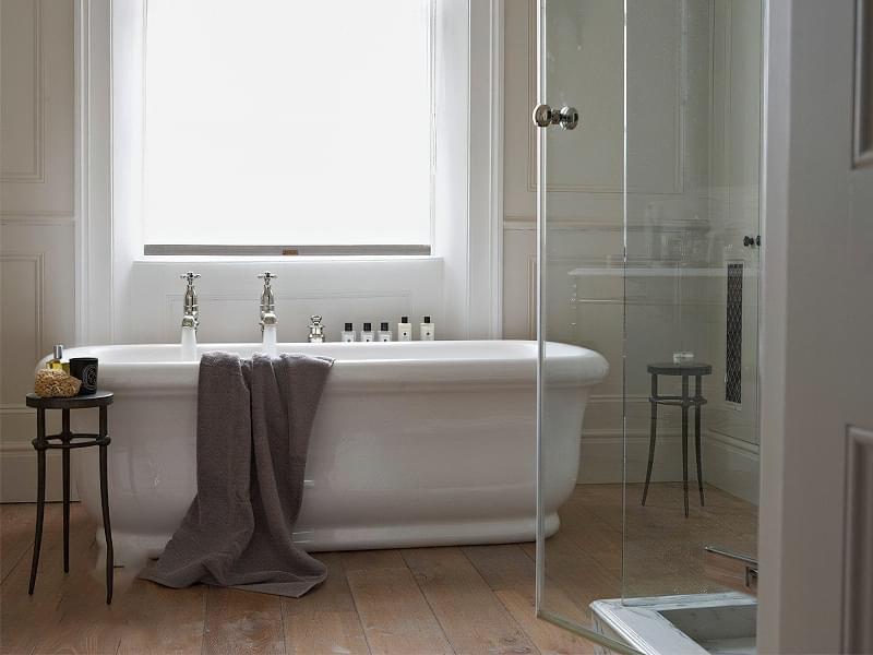 Якщо у ванній кімнаті вікно — варіанти оформлення 3