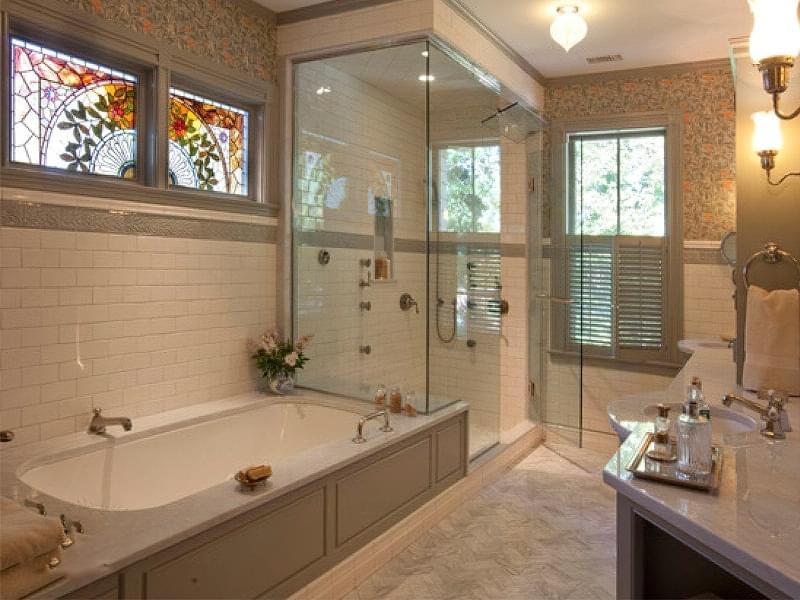 Якщо у ванній кімнаті вікно — варіанти оформлення 5