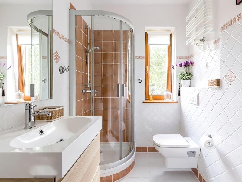 Якщо у ванній кімнаті вікно — варіанти оформлення 8