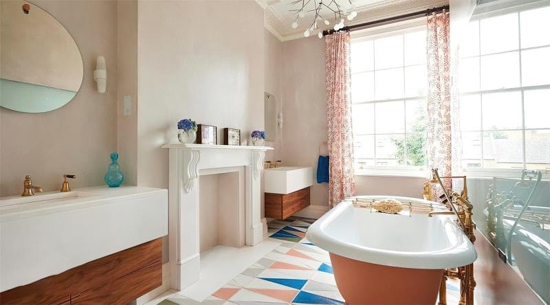 Якщо у ванній кімнаті вікно — варіанти оформлення 1
